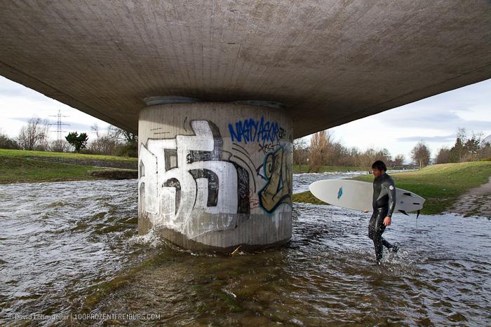 Surfen auf der Dreisam (2)