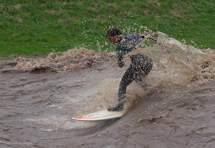 Surfen auf der Dreisam (3)