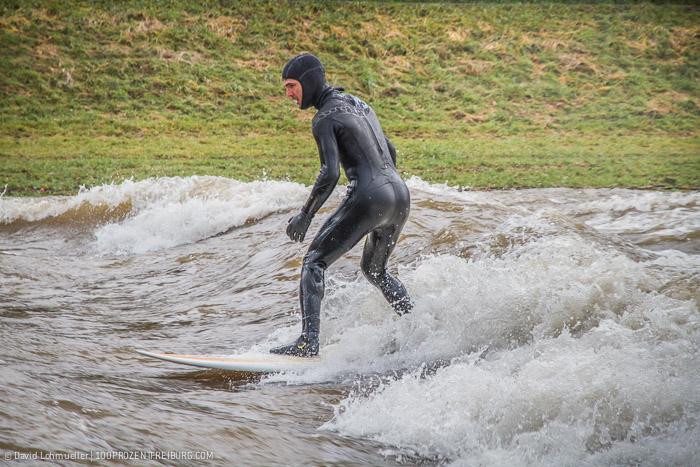 Surfen auf der Dreisam (1)