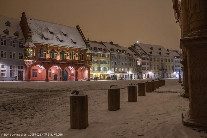 Freiburger Münsterplatz im Schnee (10)