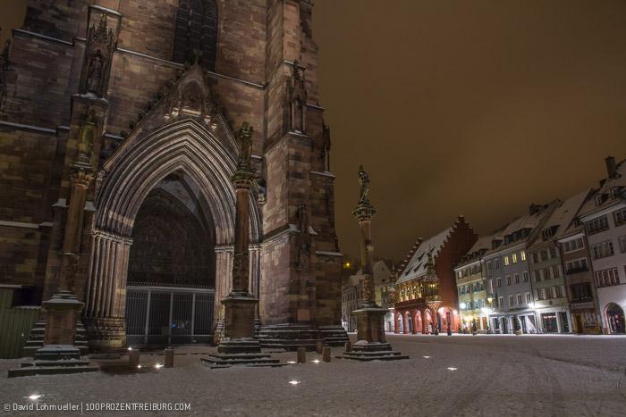 Freiburger Münsterplatz im Schnee (17)