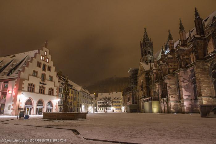 Freiburger Münsterplatz im Schnee (18)