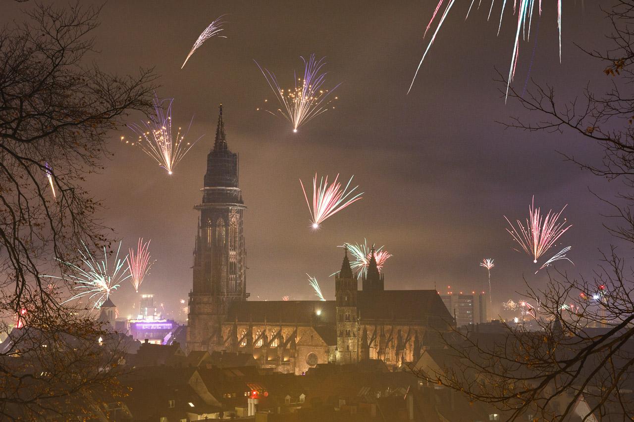 Silvesterfeuerwerk über Freiburg